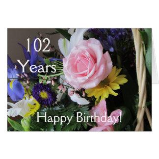 102nd aniversário feliz! Buquê do rosa do rosa Cartão Comemorativo
