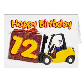 12o cartão de aniversário com um caminhão de empil