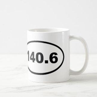 140,6 milhas de triathlon caneca de café