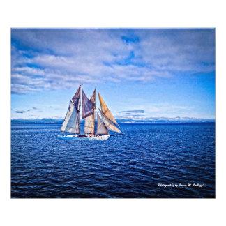 20 x 24 veleiros em um mar azul fotografia
