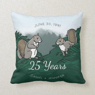 25o Esquilos do aniversário de casamento Almofada