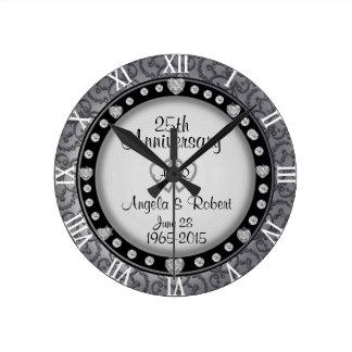 25o Monograma do aniversário de casamento de prata Relógios De Pendurar