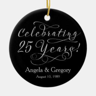25o Preto de prata do aniversário de casamento 25 Ornamento De Cerâmica Redondo