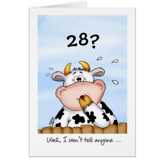28o Cartão cómico do aniversário com vaca