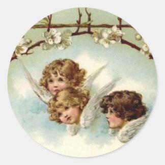 3 anjos sob o arco da flor - etiqueta adesivo em formato redondo