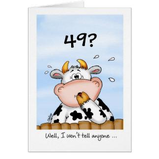 49th Cartão cómico do aniversário com vaca