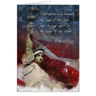 4o do cartão de julho com estátua da liberdade
