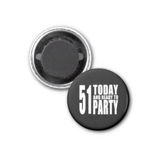 51st aniversários engraçados: 51 hoje e apronte ima de geladeira