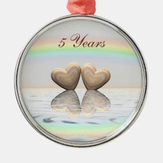 5o Corações de madeira do aniversário Ornamento Redondo Cor Prata