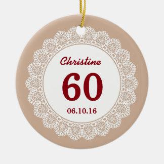 60th Lembrança Tan do aniversário e laço branco Ornamento De Cerâmica Redondo