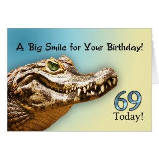 69th Cartão de aniversário com um jacaré de