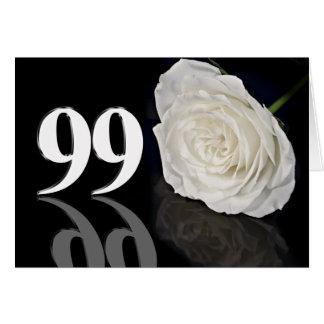 99.o Cartão de aniversário com um rosa branco