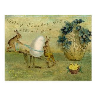 A alegria da páscoa de maio atende-lhe cartão postal