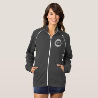 A alegria das mulheres da jaqueta da trilha do