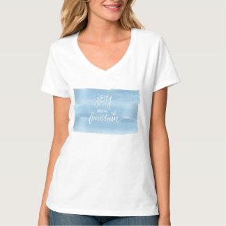 A alegria gosta de uma camisa da fonte