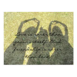 A amizade é rara do que o cartão do amor cartoes postais