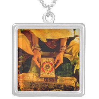 A animação pequena do sonhador - reboque do livro colar com pendente quadrado