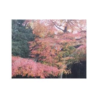 A árvore com rosa sae da lona de arte da parede