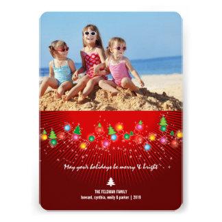 A árvore de Natal Sparkling ilumina o cartão com Convite