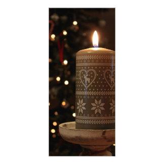A árvore festiva da vela do Natal ilumina o menu 10.16 X 22.86cm Panfleto