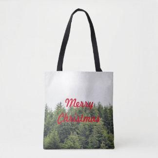 A árvore verdejante cobre o bolsa