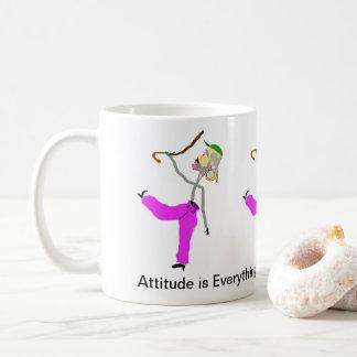 A atitude é dança do Tudo-Man com bastão Caneca De Café