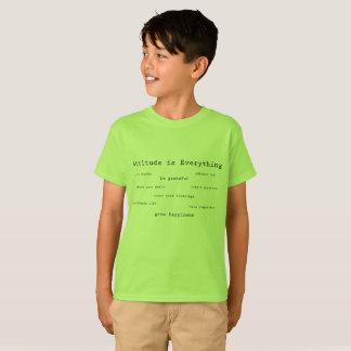 A atitude é tudo a camiseta do menino