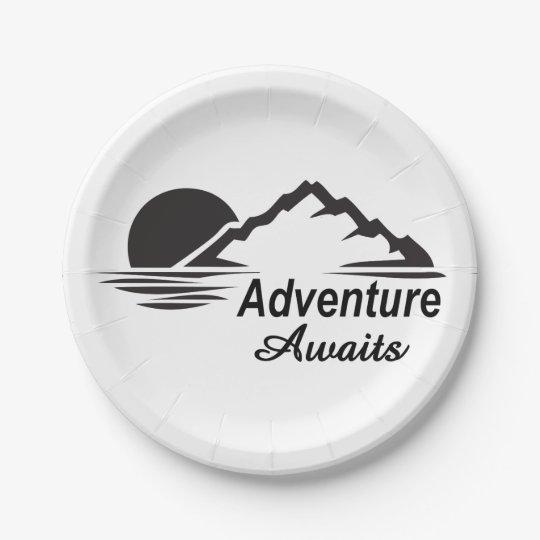 A aventura espera o excelente da natureza fora