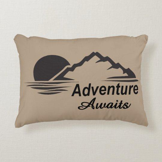A aventura espera o excelente da natureza fora almofada decorativa