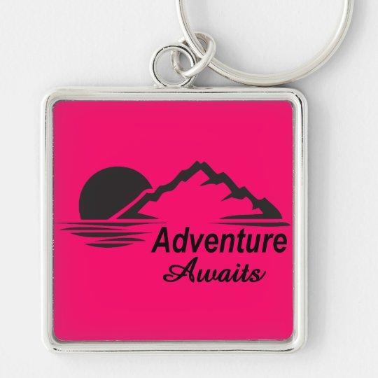 A aventura espera o excelente da natureza fora chaveiro quadrado na cor prata