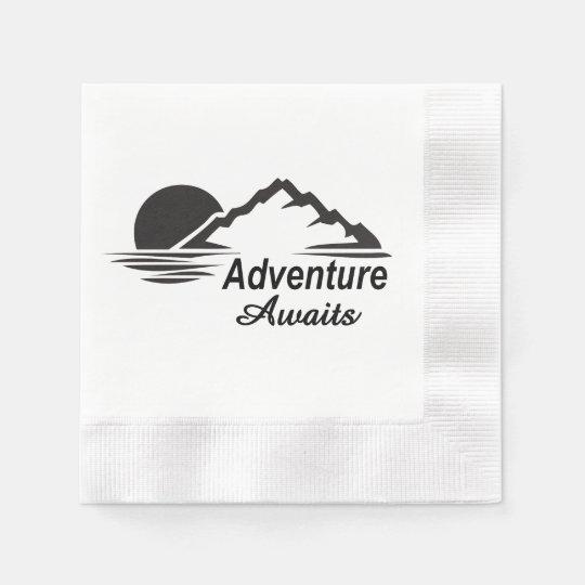 A aventura espera o excelente da natureza fora guardanapo de papel