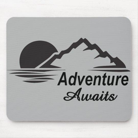 A aventura espera o excelente da natureza fora mouse pad