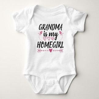 A avó é minha camisa engraçada do bebê do Homegirl