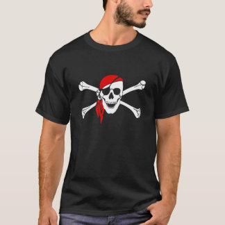 A bandeira de pirata desossa a camisa