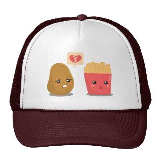 A batata é coração quebrado sobre batatas fritas boné