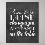 A bebida Champagne e dança o sinal Wedding de   Posteres