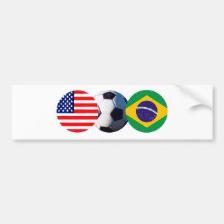A bola de futebol Brasil & EUA embandeira o Adesivo Para Carro