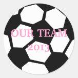 A bola de futebol personaliza-o! adesivos em formato redondos