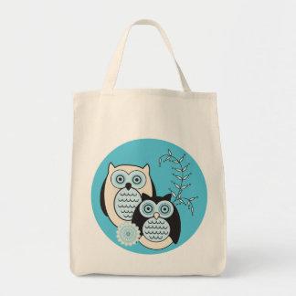 A bolsa de compra das corujas do inverno