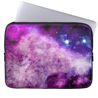 A bolsa de laptop da galáxia roxo da nebulosa de bolsa e capa de notebook