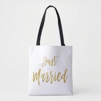 A bolsa de praia da noiva da folha de ouro do