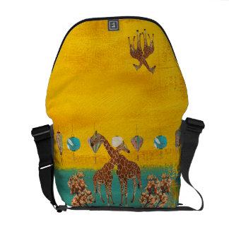 A bolsa mensageiro alaranjada da flor dos girafas