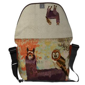 A bolsa mensageiro Amethyst da coruja da alpaca &