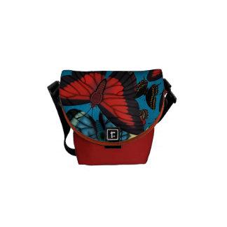 A bolsa mensageiro azul da borboleta da