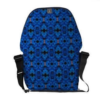 A bolsa mensageiro azul dos rosas do brilho do