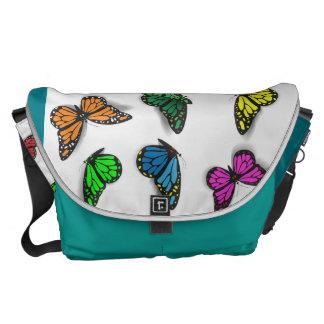 A bolsa mensageiro colorida das borboletas -