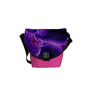 A bolsa mensageiro da C-espinha do roxo/Fushia (pe