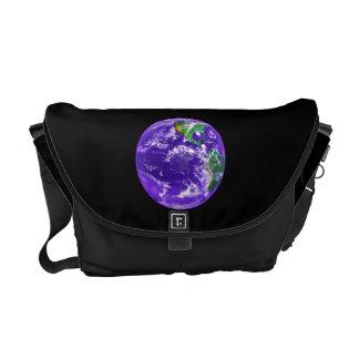 A bolsa mensageiro da terra do planeta