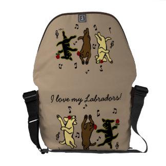 A bolsa mensageiro de dança feliz do trio de