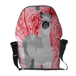 A bolsa mensageiro do vermelho da alpaca